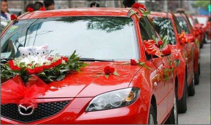 红色马自达3婚车