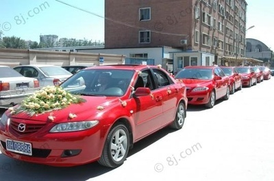 红色马自达6婚车